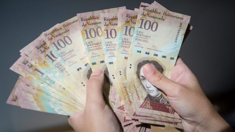 View of 100 Bolivares bills in Caracas, Venezuela, 12 December 2016