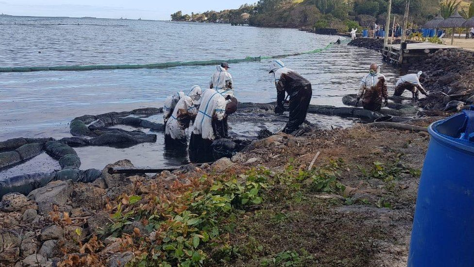 Clean up of the oil slick using oil boom