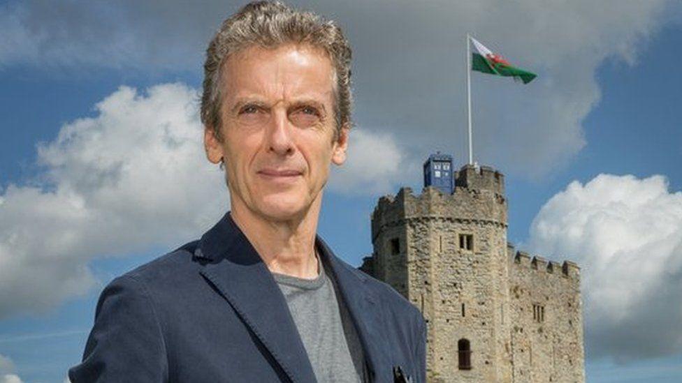 Y Doctor (Peter Capaldi) yng Nghastell Caerdydd