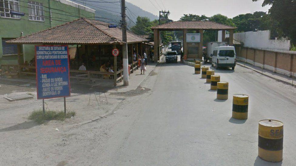 Entrance to Bangu penitentiary complex