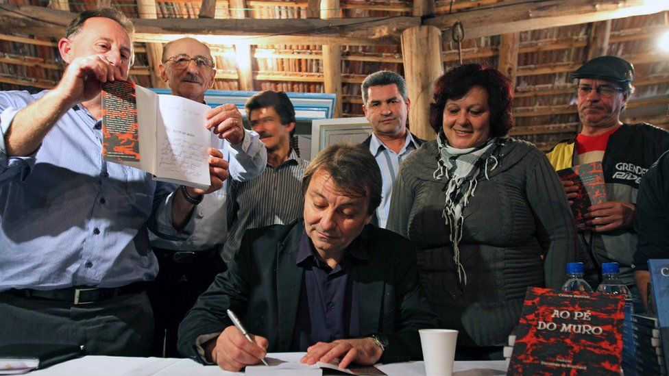 Cesare Battisti at a book signing