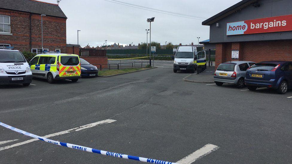 Police at Home Bargains, Rhyl