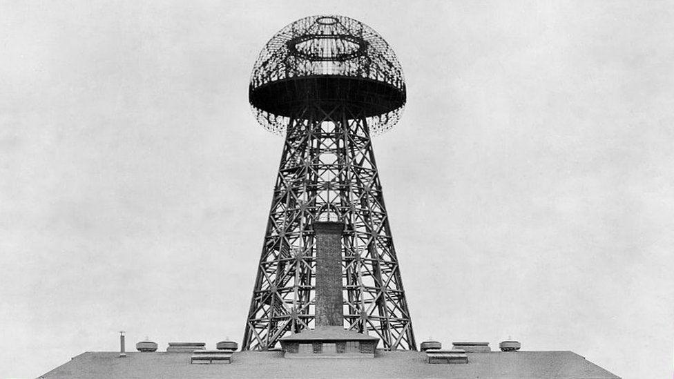 Tesla: el genio que hace 100 años intentó construir una red mundial de comunicación inalámbrica que lo llevó a la perdición