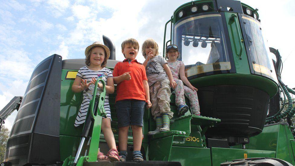 Peiriannwyr ifanc // Alison, George, Seb and Saoirse admiring the big machinery