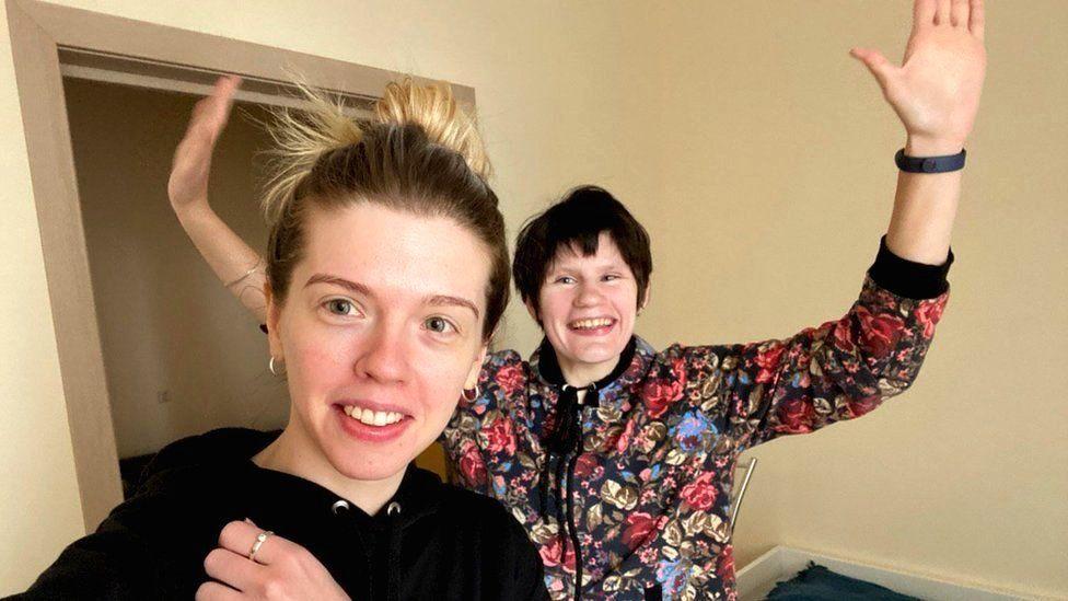 Arina (right) and Nina