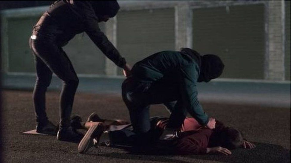 Paramilitaries 'trying to exert control' with Derry shootings