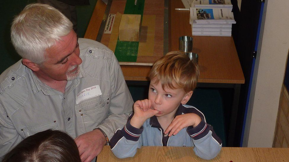 David Galloway explains earthquakes to a child at the BGS open day.