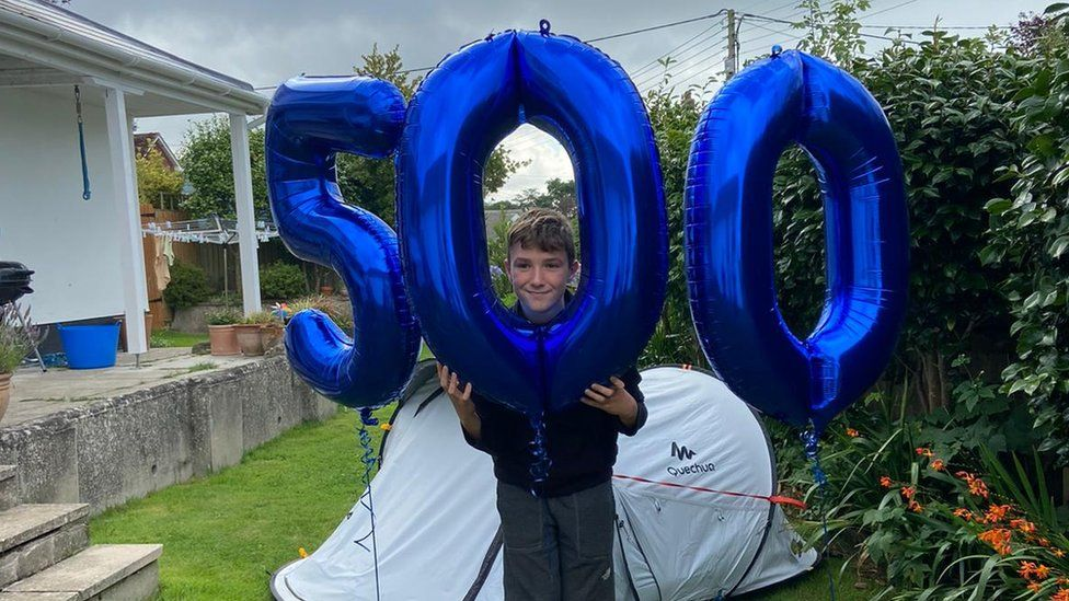Max with '500' balloons
