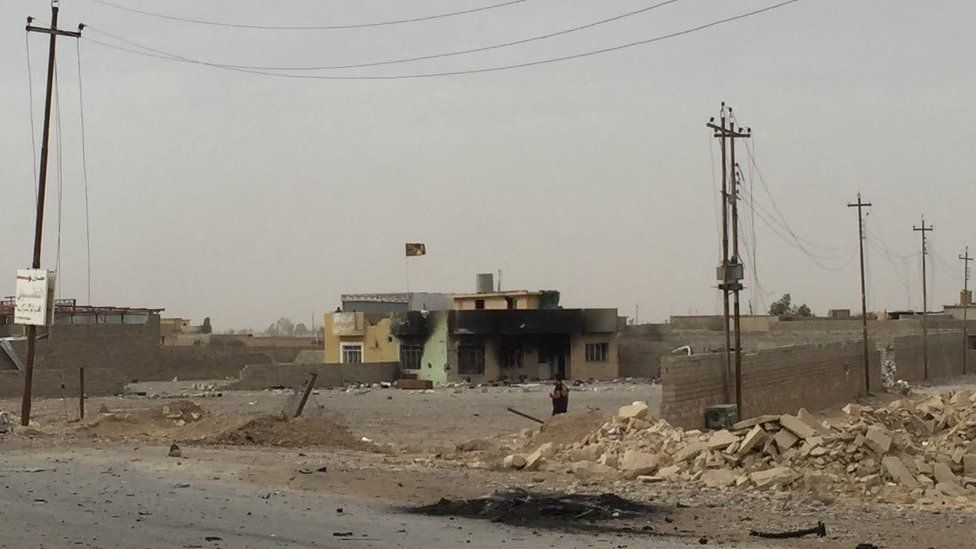 Damaged building in the Kukjali area, on Mosul's eastern outskirts (1 November 2016)