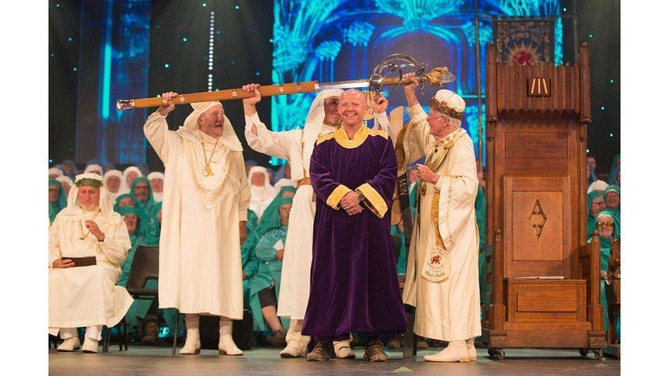 Bardd buddugol yr Eisteddfod, Gwion Hallam // Winning bard Gwion Hallam