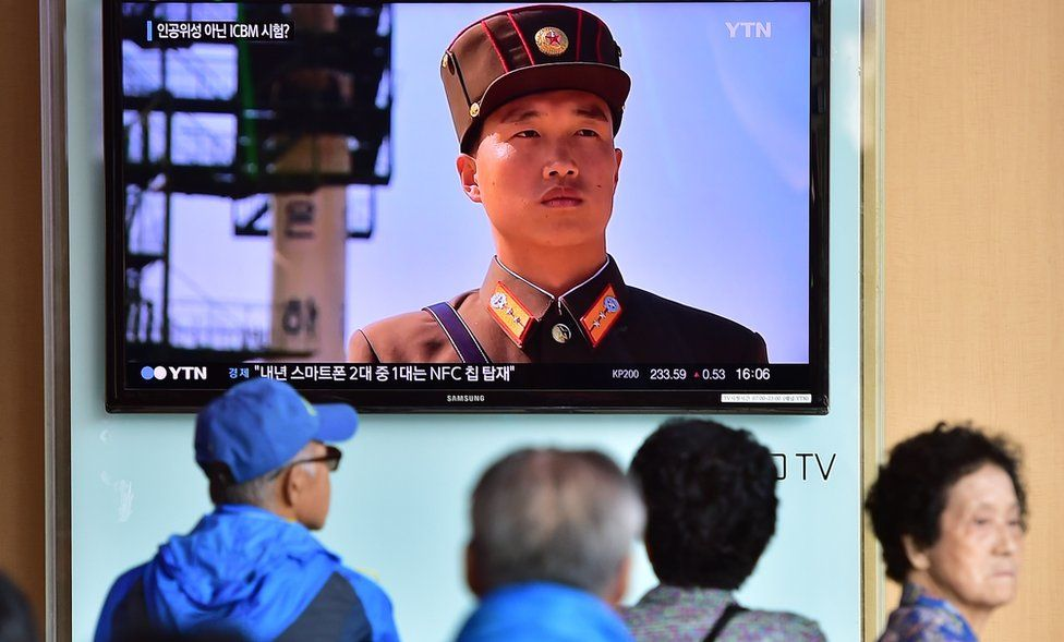 People watch a news report at a railway station in Seoul on 15 September 2015, on the confirmation from North Korea that the nuclear reactor seen as the country's main source of weapons-grade plutonium had resumed normal operations