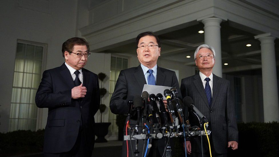 South Korean National Security Advisor Chung Eui-yong (C), flanked by South Korea National Intelligence Service chief Suh Hoon (L) and South Korea's ambassador to the United States Cho Yoon-je (2nd-R), announcing North Korean leader Kim Jong Un has offered to meet US President Donald Trump.