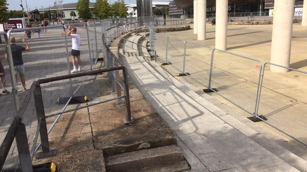 Cardiff Bay barriers