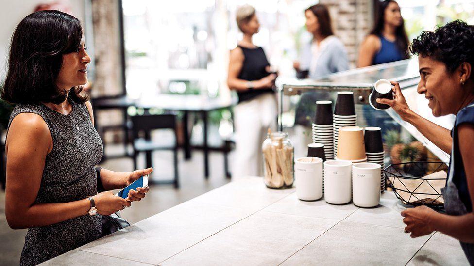 Уловки маркетологов: как нас разводят на более дорогие покупки и невыгодные решения