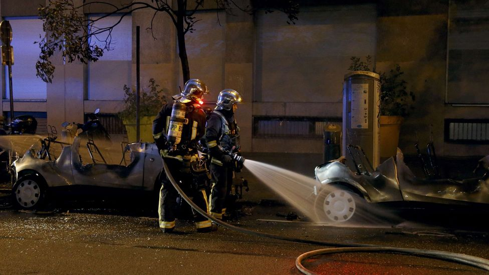 French firemen extinguish fires that destroyed two Autolib electric cars, 14 Jun 16