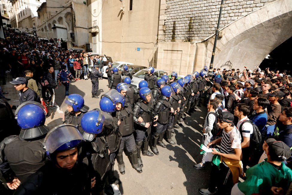 Algiers protests on Sunday security forces face-off with students