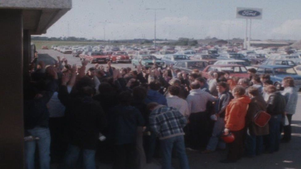 Workers voting to go back to work after a first strike in December 1981