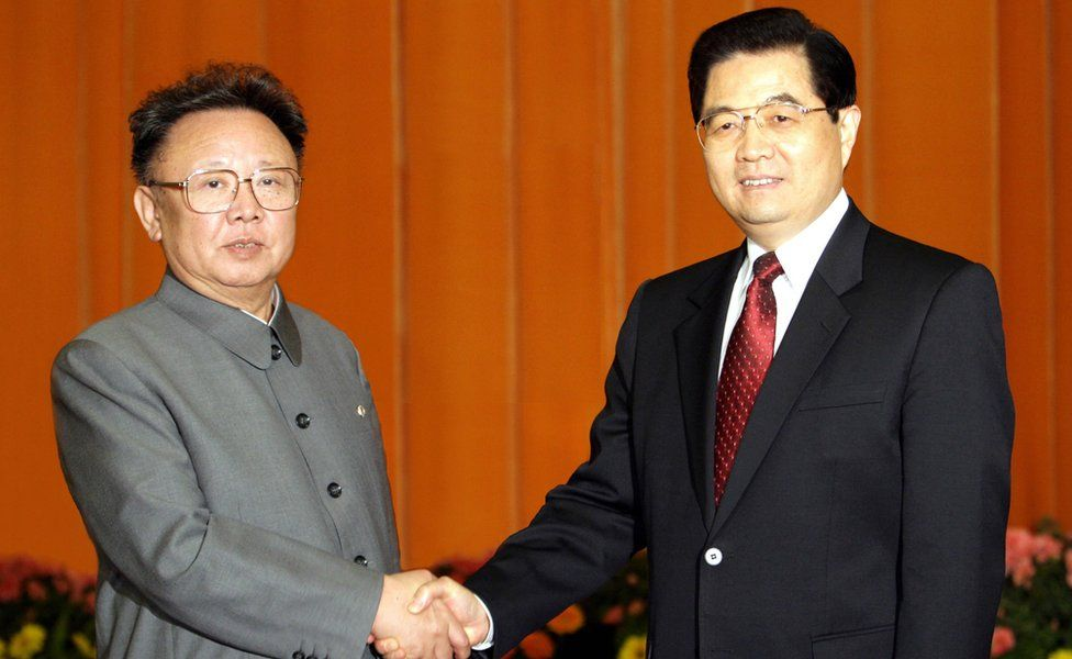 Chinese President Hu Jintao (R) shaking hands with North Korean leader Kim Jong Il, inside the Great Hall of the People in Beijing 17 January 2006