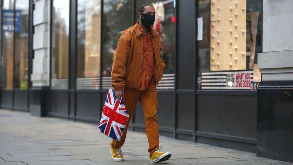 Man shopping wearing a face mask