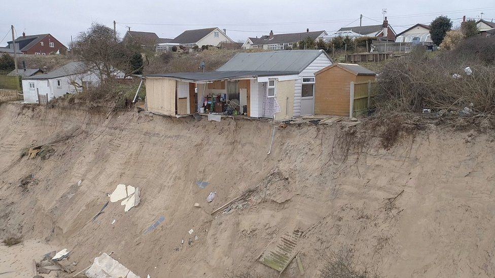 Hemsby chalet over-hanging cliff