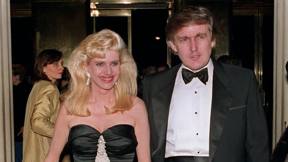 Billionaire Donald Trump and his wife Ivana arrive 04 December 1989 at a social engagement in New York.