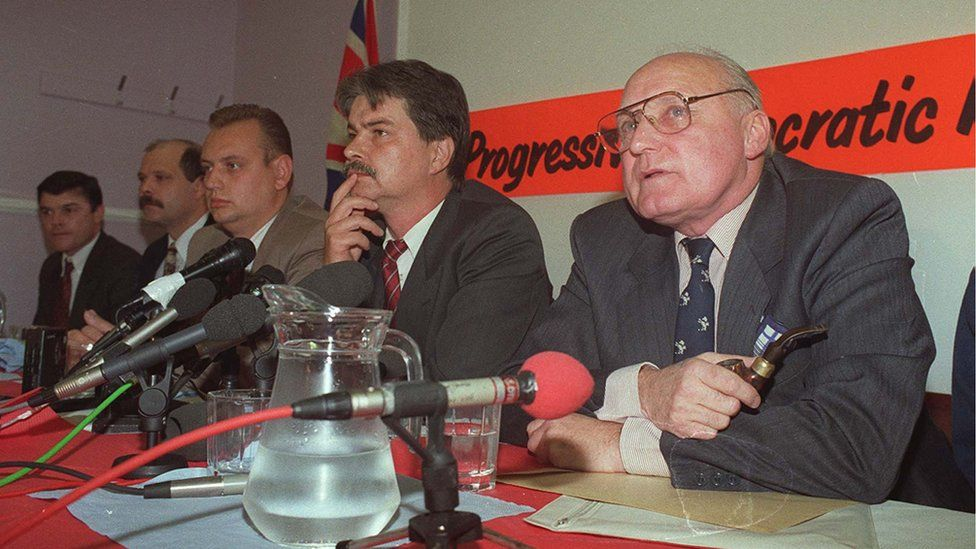 Loyalists announce ceasefire