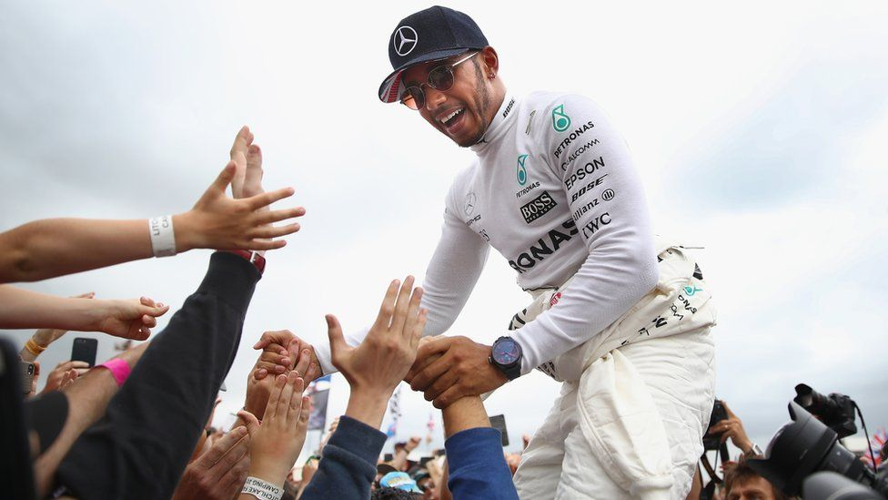 Lewis Hamilton wins Silverstone 2017