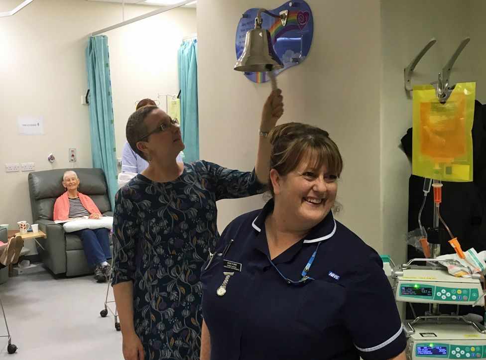 Carly rings a bell in the hospital