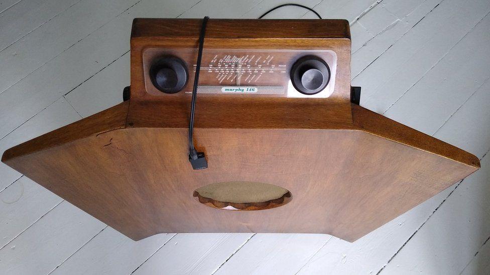 Murphy A146 console radio