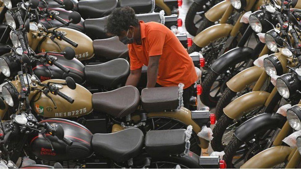 India's love affair with classic British motorbikes - BBC News