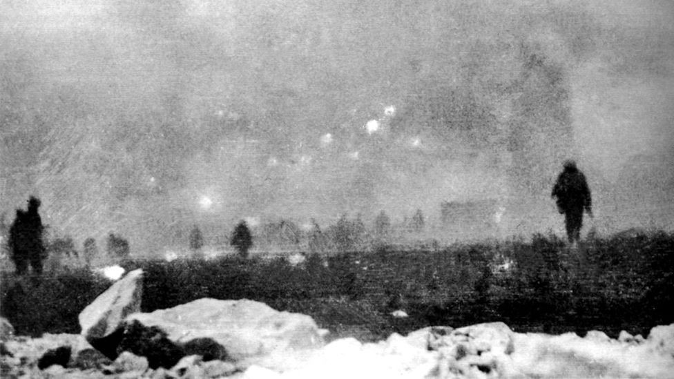 British infantry from the 47th Division advancing into a gas cloud during the Battle of Loos