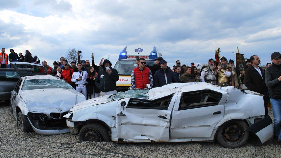 Two wrecked cars at the inauguration of the mini-motorway