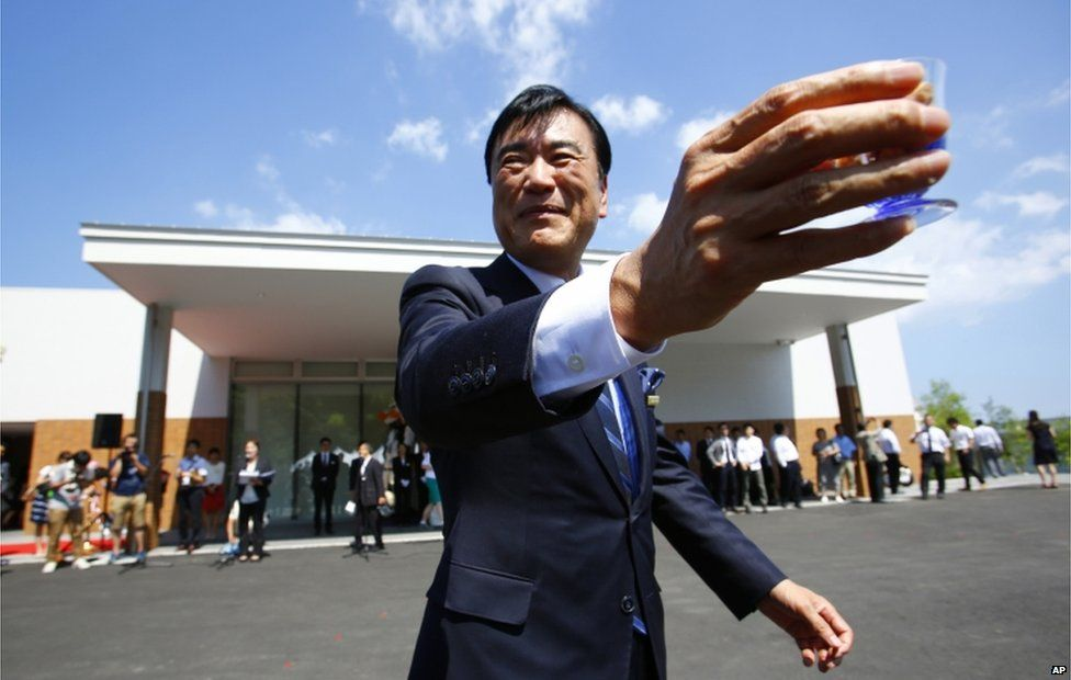 Huis Ten Bosch Co. President Hideo Sawada attends the opening ceremony of the robot hotel, aptly called Henn na Hotel or Weird Hotel, in Sasebo, southwestern Japan, Wednesday, 15 July 2015.