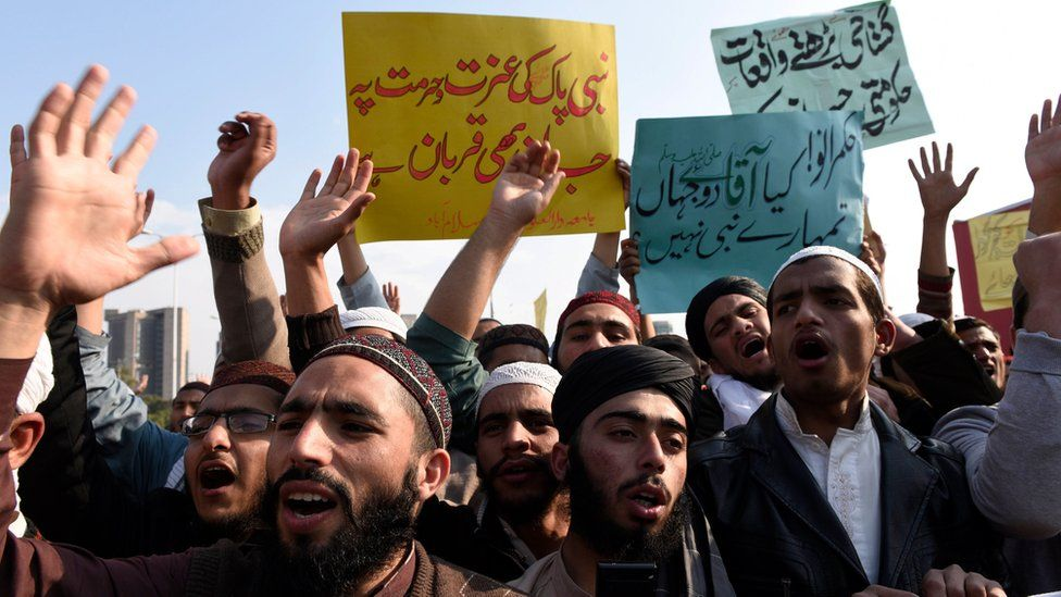 """Students of Islamic seminaries hold placards reading in Urdu """"Relevant authorities must take action against the blasphemous contents"""" as they shout slogans during a protest urging the authorities to block social media sites that are spreading blasphemous contents, in Islamabad, Pakistan, 08 March 2017"""