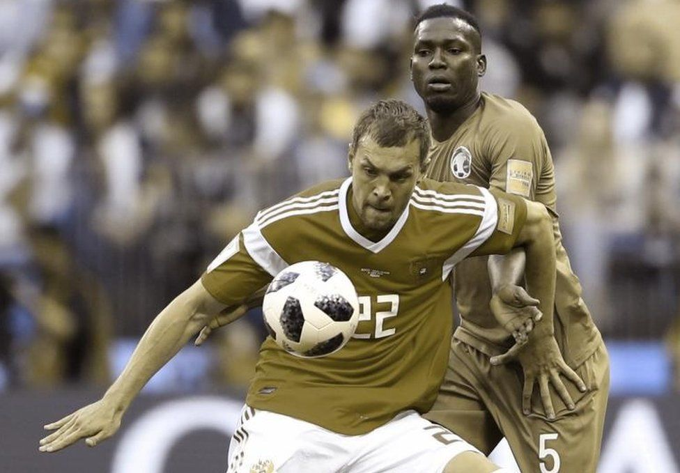 A colour-blind simulation shows a picture of the Russia-Saudi Arabia game, as a person with red-green colour-blindness might see it