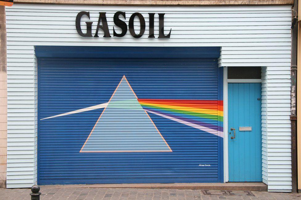 Artwork from a Pink Floyd album on a garage door