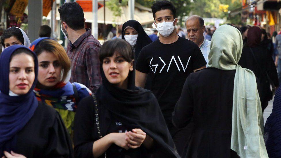 Iranians walk down a street in Tehran (3 June 2020)