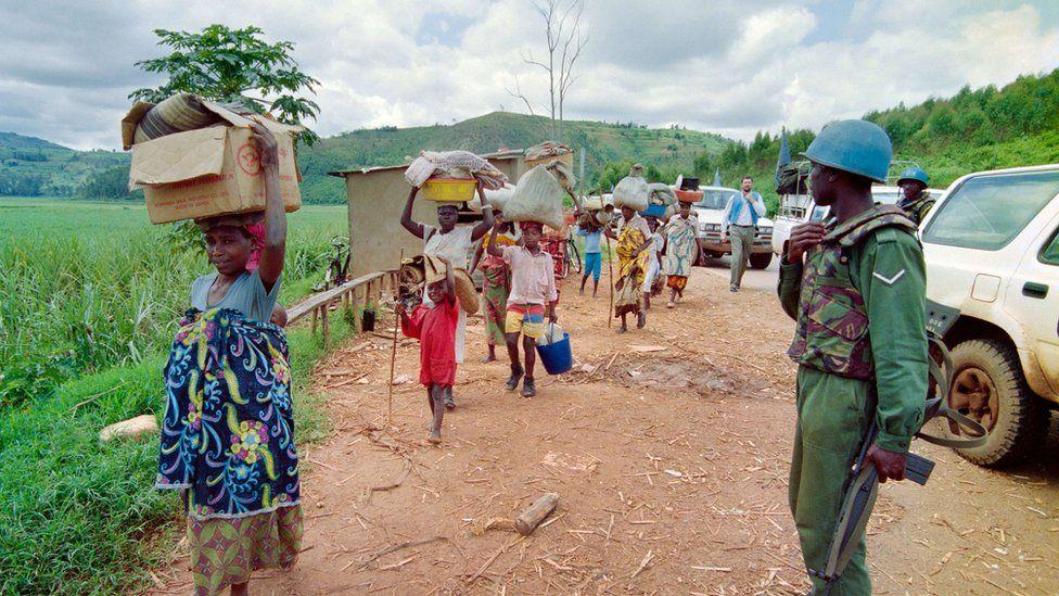 Rwandan refugees flee violence in 1994