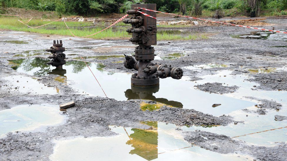 A Shell oil inlet manifold stands at Kegbara-Dere, in the famous Nigerian oil-producing Ogoniland, which hosts the Shell Petroleum Development Company (SPDC) in Nigeria's Rivers State on June 24, 2010.