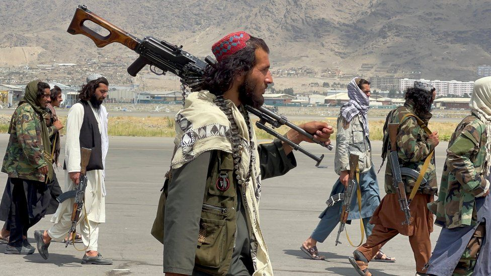 Afghanistan: UK and Taliban in talks over further evacuations - BBC News