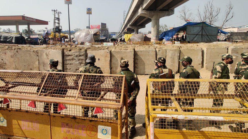 Stone barricades at Tikri