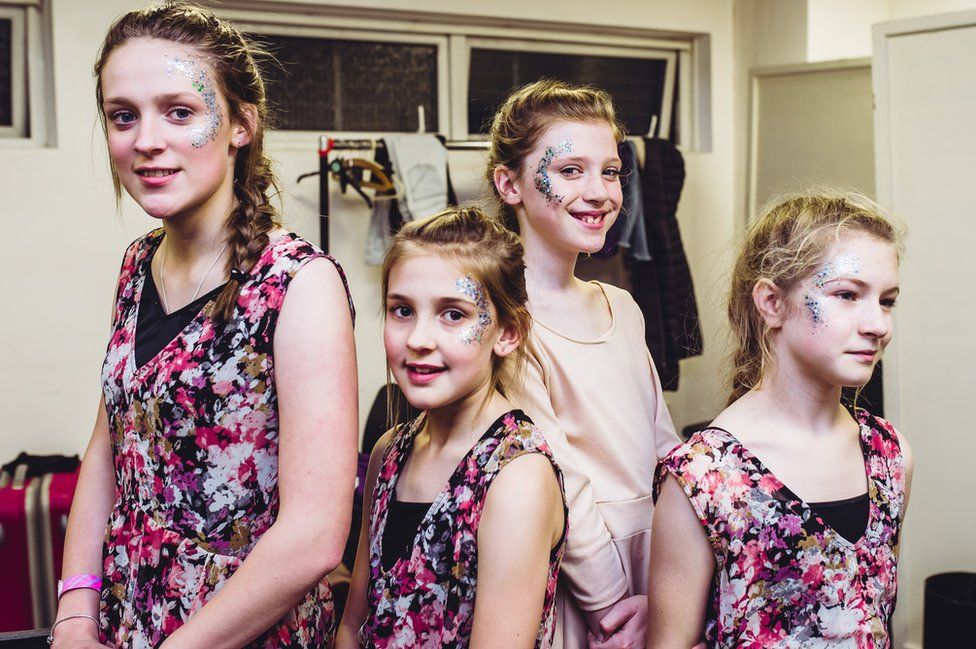 Dawnswyr o Glwb Brycheiniog: Emily, Bella, Sophie a Kiera