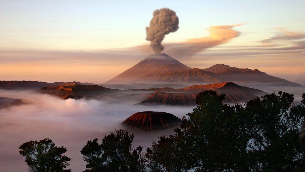 Período de 1 milhão de anos de intensa atividade vulcânica levou à era dos dinossauros, diz estudo