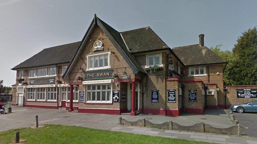 Swan pub on Kingsway