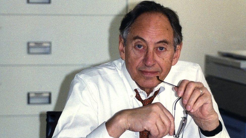 La profecías cumplidas del futurólogo Alvin Toffler (y aquellas que no)