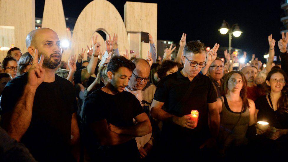 Candle-lit vigil for slain journalist, 16 Oct 17