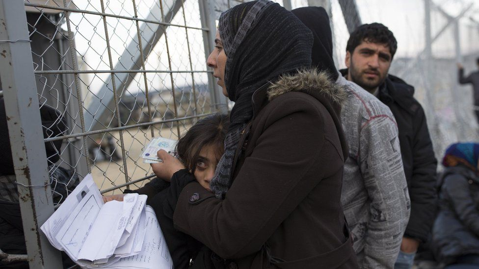 Families wait to cross the Greek-Macedonia border