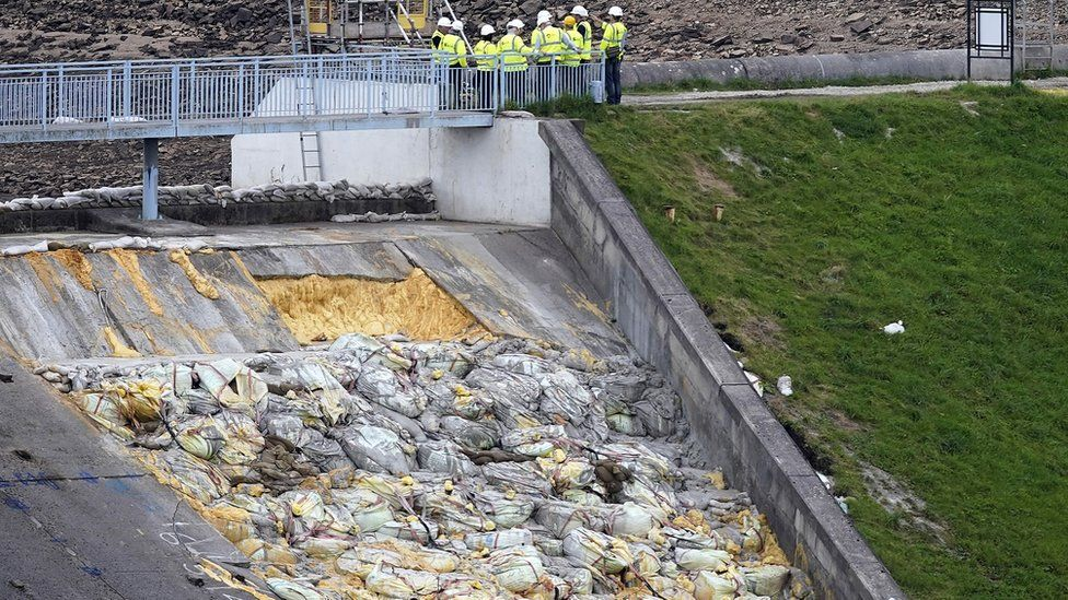 Whaley Bridge dam emergency prompts independent review