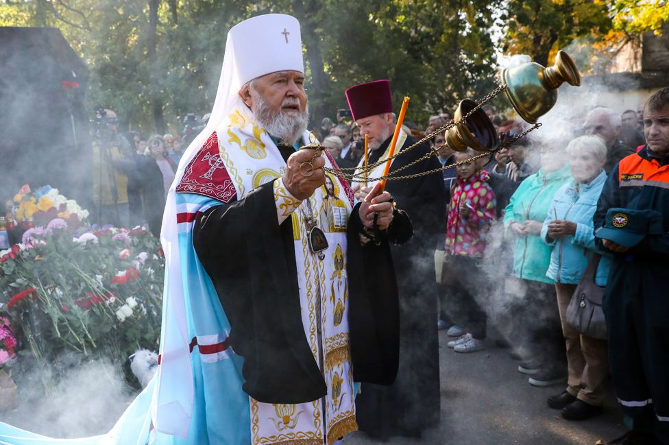 Priests and mourners at Kerch ceremony, 18 Oct 18