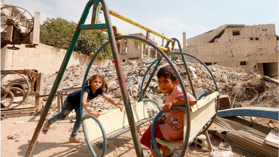 Children play among debris in Eastern Ghouta (Sept 2018)